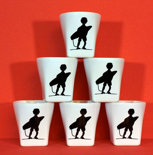 coffret 6 tasses à café surfeur par assiettes et compagnie, collection family surf par revol et création graphique Béatrice Pene