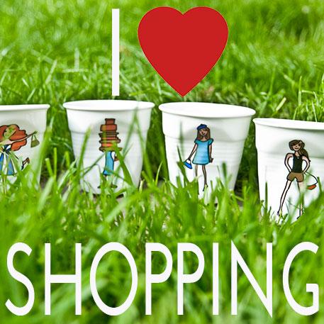 la collection I LOve Shopping rassemble toute une gamme de porcelaines , assiettes, plats et tasses sur les thèmes du shopping avec des filles en plein activité et des accessoires d à la créatrice béatrice pene, créations exclusive pour assiettes et compagnie, éditées par la maison Revol, made in france