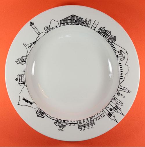 plat creux pays basque pour présenter, pour gratiner, en faisant le tour du pays basque, création française par les ateliers revol et en exclusivité pour assiettes et compagnie