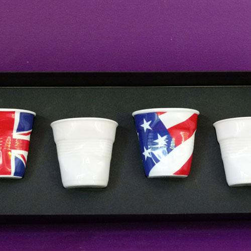 coffret de 4 tasses froissées revol avec 2 drapeaux et 2 blanches