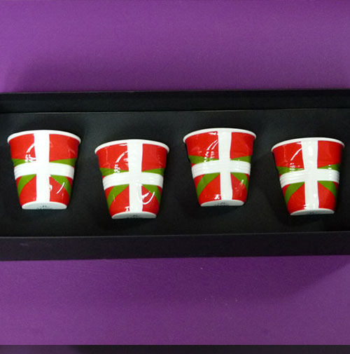 coffret de 4 tasses pays basque par revol porcelaine made in france