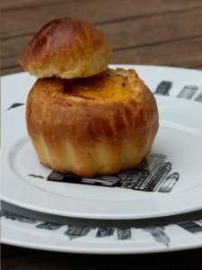 assiette-new-york-oeuf-surprise-brioche