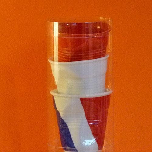 tube de trois tasses froissées Revol , une blanche, une rouge et un drapeau France
