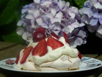 recette-pavlova-fraises-framboises-cerise