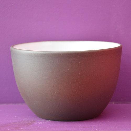 bol en porcelaine noire et émaillage blanc par revol porcelaine