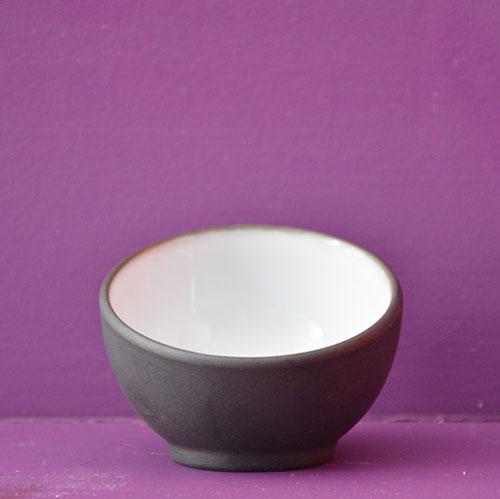 mise en bouche porcelaine noire et émaillage blanc par manufacture Revol made in france