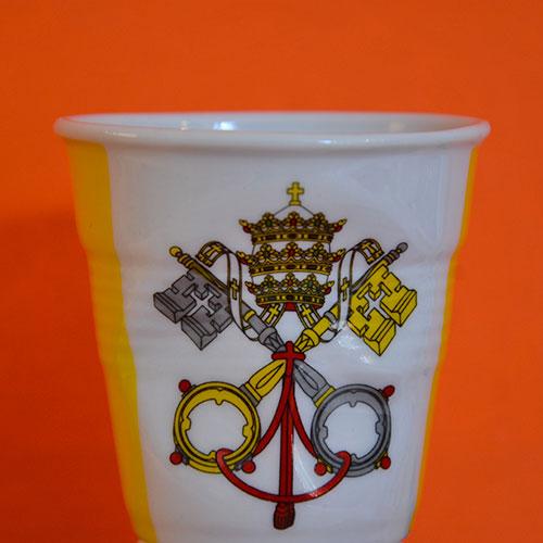 tasse Revol avec le drapeau du Vatican pour les amateurs de bons cafés et les amateurs de voyage
