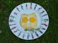 un oeuf au plat en forme de chouette c'est plus sympa pour manger des oeufs au plat