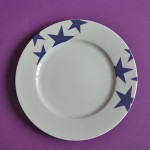 assiette BLEU la nouvelle collection de porcelaine d'assiettes et compagnie, toujours en fabrication française et design par béatrice pene