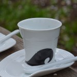 tasse revol Surfeur, une nouvelle tasse de revol, les tasses froissées en porcelaine, made in france et dessinées par Béatrice Pene