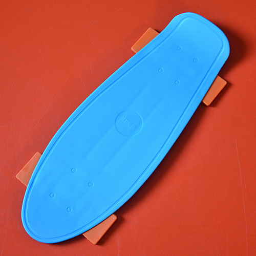 ce skate est une planche à découper et sera le premier skate à entrer dans votre cuisine avec autorisation, très pratique et coloré, les enfants vont l'adorer