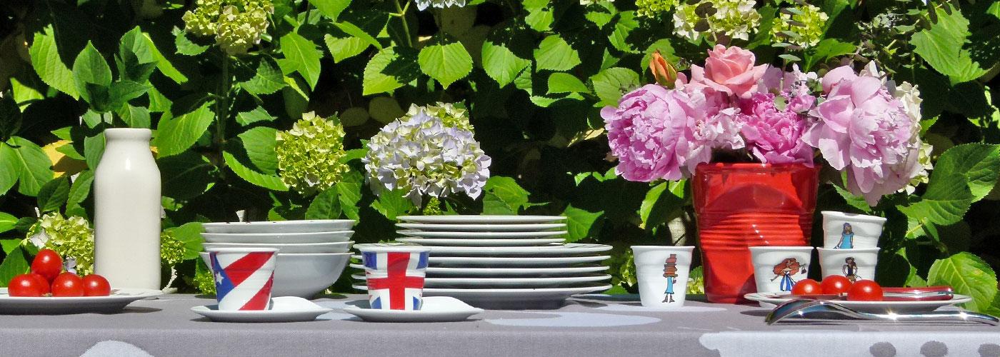 collection Flag, des tasses à café , à thé et des pots à ustensiles qui hisse vos couleurs - made in france par revol, une création de béatrice pêne pour assiettes et compagnie