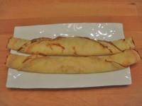 recette de pâte à crêpes salées et sucrées sur assiettes et gourmandises