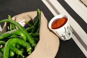 le piment doux d'anglet et le piment d'espelette sont différents, le piment doux est un légume et le piment d'espelette est une épices, recette de la piperade basque