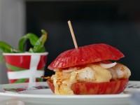recette d'un burger original avec tomate et poisson pour assiettes et gourmandises et Paysbasque.net