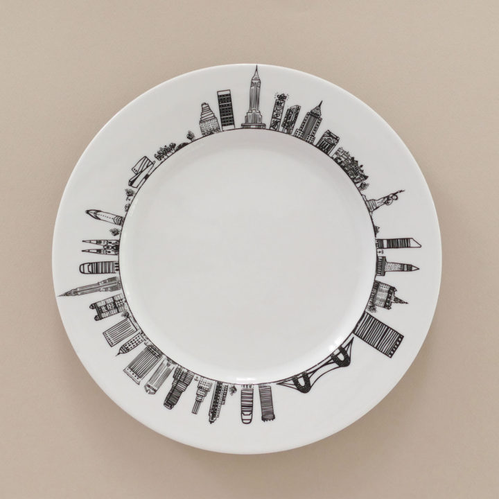 assiette new york pour faire le tour de big apple en un coup de fourchette, un modèle original d'assiettes et compagnie- porcelaine made in france par revol porcelaines