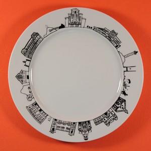assiette dessert biarritz par assiettes et compagnie, pour faire le tour de la ville, éditée par la maison Revol et made in france
