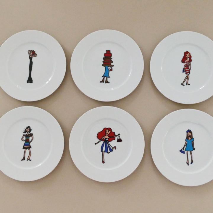 coffret mini shopping est un coffret de 6 assiettes à desserts avec un dessin original pour chaque assiette, une série exclusive d'assiettes et compagnie