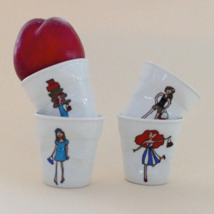 coffret de tasses à café froissées revol avec les dessins originaux de la collection i love shopping par assiettes et compagnie