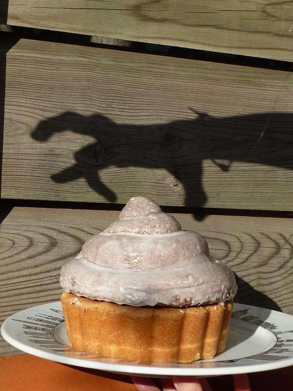 cupcake geant sur plat New York par Assiettes et Gourmandises