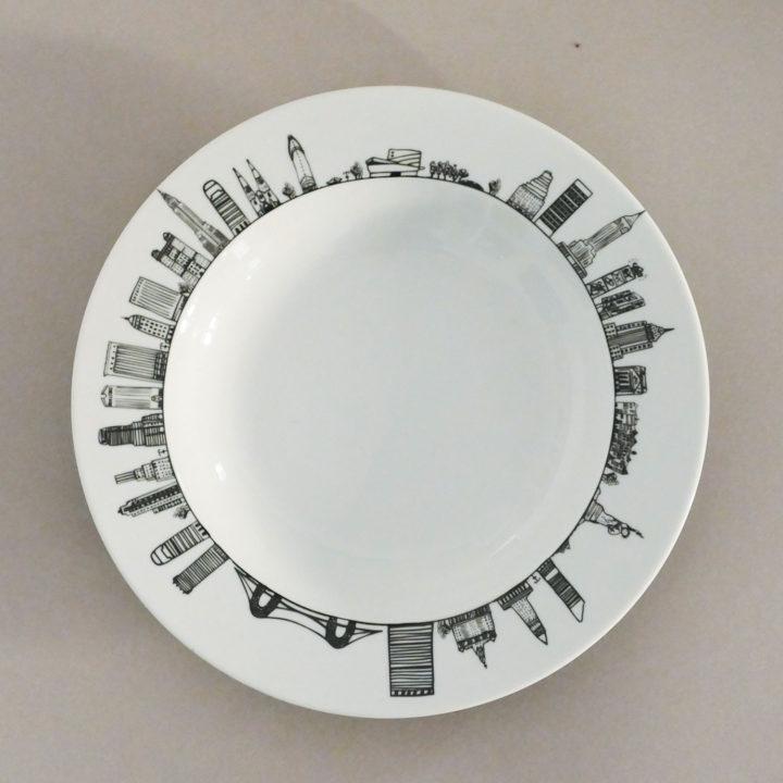 le plat creux new york par assiettes et compagnie c'est un véritable carnet de voyage dans la ville - une création assiettes et compagnie éditée par le porcelainier Revol - made in france