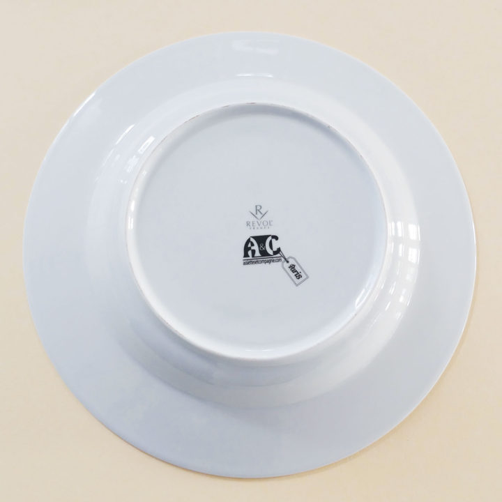 le plat creux Paris par assiettes et compagnie c'est un véritable carnet de voyage dans la ville - une création assiettes et compagnie éditée par le porcelainier Revol - made in france