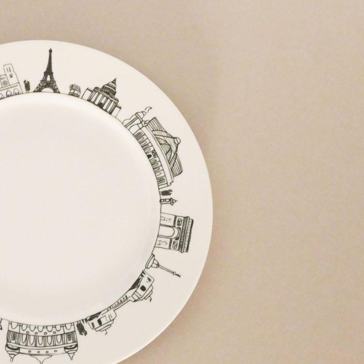 le plat parisk par assiettes et compagnie c'est un véritable carnet de voyage dans la ville - une création assiettes et compagnie éditée par le porcelainier Revol - made in france
