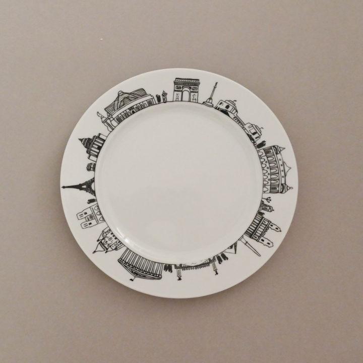 assiette dessert Paris par assiettes et compagnie c'est un véritable carnet de voyage dans la ville - une création assiettes et compagnie éditée par le porcelainier Revol - made in france