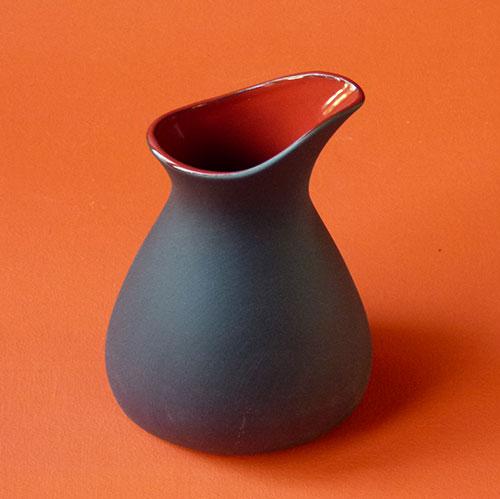 pot-liquid-noir-rouge-revol-porcelaine-1