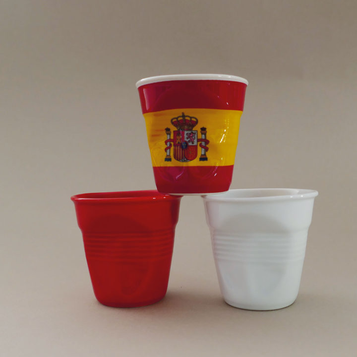 coffret de 3 tasses avec l'espagne, une rouge et une blanche, tasses revol collection flags dessinée par béatrice pene