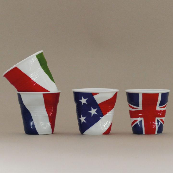 coffret de 4 tasses drapeaux revol avec la france, la grande bretagne, l'italie et les états unis - design béatrice pene pour Revol et Assiettes et compagnie