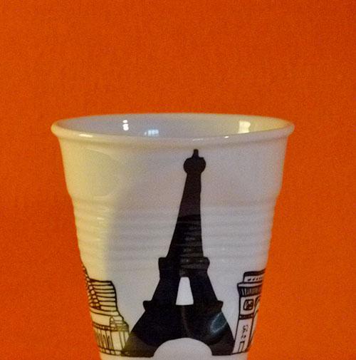 Paris en version tasse à café froissée par Revol est une création de Béatrice Pene pour la célèbre manufacture de porcelaine française