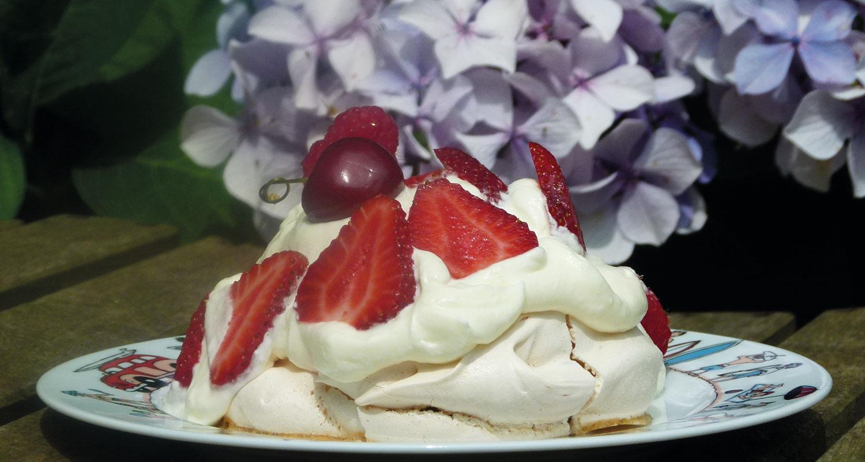la plavola est surement l'un des meilleurs desserts de ce blog, du coup plein de variations sur assiettes et gourmandises