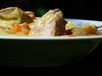 recette blanquette de veau au piments et au gingembre par beatrice pene présentation sur un plat paris