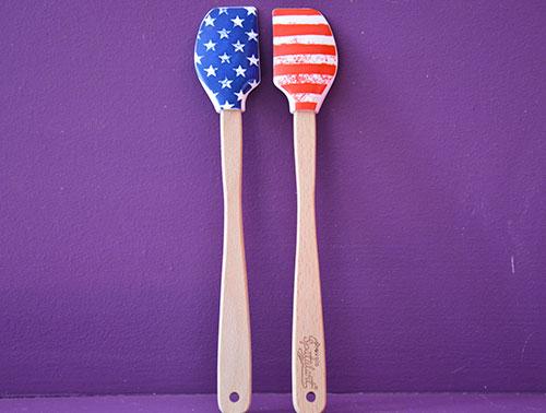 spatules drapeau americain en silicone et bois par assiettes et compagnie