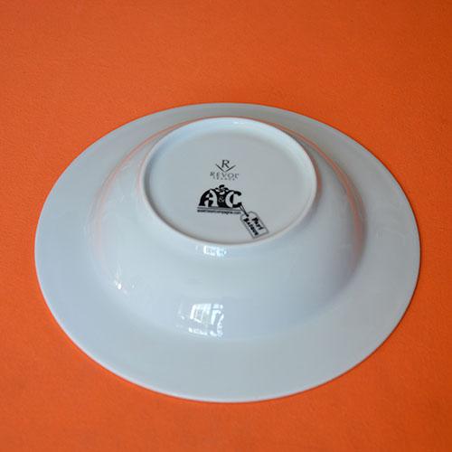 assiette creuse pays basque, la vraie version de l'assiette à soupe en porcelaine made in france par la manufacture revol, création graphique par béatrice pene
