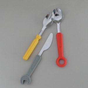 couverts les outils pour enfants, ils vont adorer manger avec leurs couverts et les utiliser comme de vrais outils, hyper pratiques