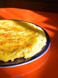 le crépiau breton est un dessert aux pommes comme une énorme crêpe