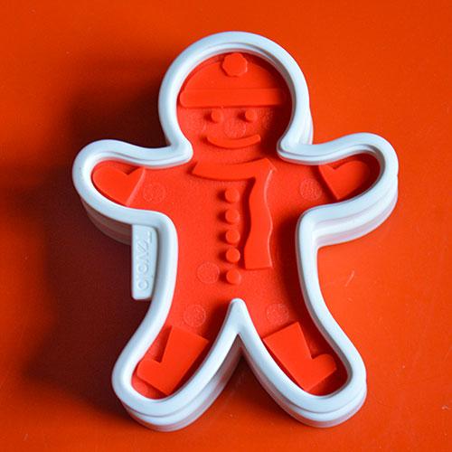 kit de pâtisseries pour faire des biscuits gingerbread fille ou garçon, avec emporte pièce et empreintes, en plastique , création par tovolo , une trouvaille du site assiettes et compagnie