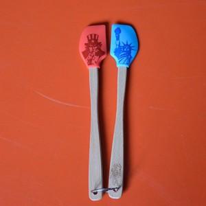 deux mini spatules tovolo de la collection spatulart pour évoquer l'Amérique avec la statue de la liberté et l'effigie de l'Oncle Sam.... très pratiques pour cuisiner