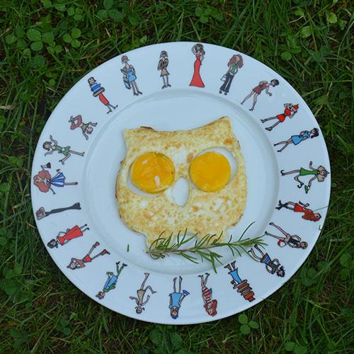 moule à oeufs au plat en forme de chouette pour faire enfin des oeufs au plat humoristique et poétique, une sélection d'assiettes et compagnie