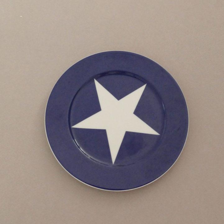 assiette dessert bleu étoile blanche de la collection bleu par assiettes et compagnie