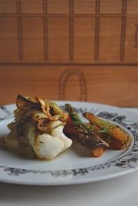 Lotte à l'aillet frais et carottes nouvelles au sésame