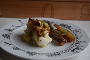 Lotte à l'aillet frais et carottes nouvelles au sésame assiette basque assiettes et compagnie biarritz