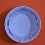 le nouveau bol à salade Revol des créations assiettes et compagnie est un mini saladier d'une jolie contenance d'environ 65 cl avec les décors originaux de béatrice pêne, les carnets de voyage, paris, new york, pays basque et les collections family surf et I love shopping