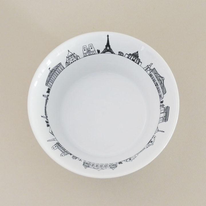 coupelle paris hyper pratique car peut servir de bol à salade , de bol à céréales et même de vide poche - fabriquée en France par Revol, une exclusivité Assiettes et compagnie
