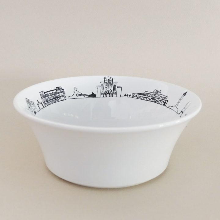 coupelle Biarritz hyper pratique car peut servir de bol à salade , de bol à céréales et même de vide poche - fabriquée en France par Revol, une exclusivité Assiettes et compagnie
