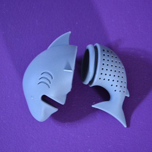 INFUSEUR requin en silicone alimentaire pour un thé délicieux et peut être aussi dangereux