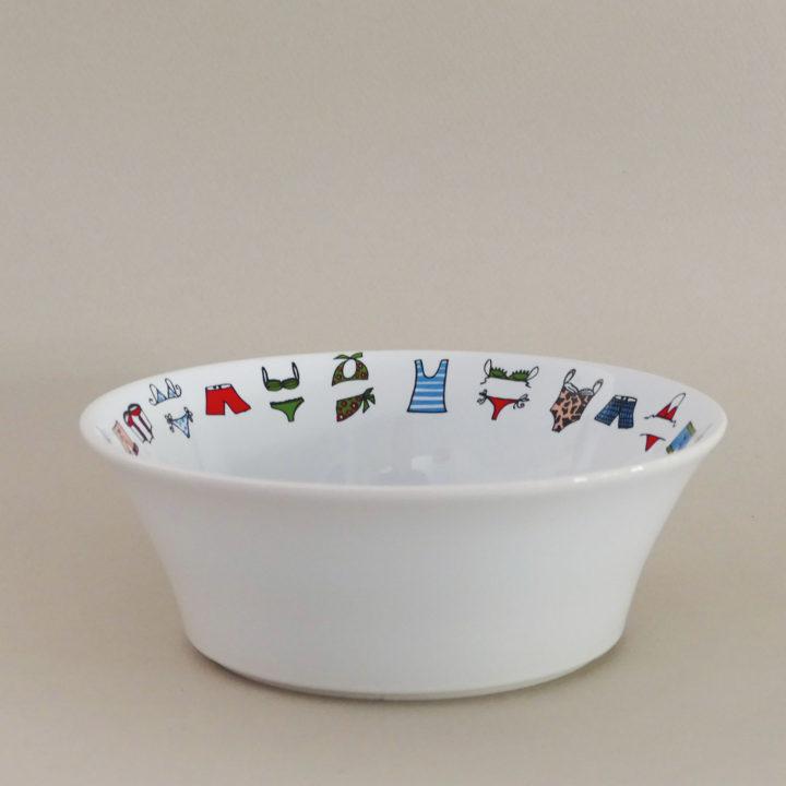 une coupelle Maillots pour donner une envie de plage, un petit bol à salade ou à céréales - une création assiettes et compagnie éditée par revol