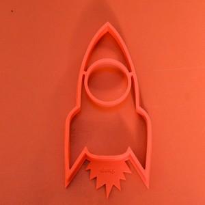 moule à oeuf au plat en forme de fusée rouge pour faire embarquer vos enfants gourmands sur la lune